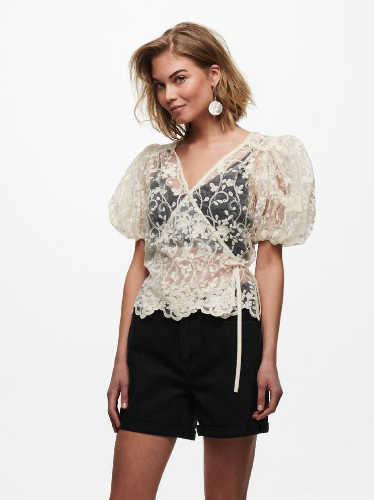 Temple lace puff wrap